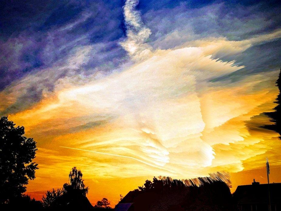 Sonnenuntergang über den Dächern der Stadt