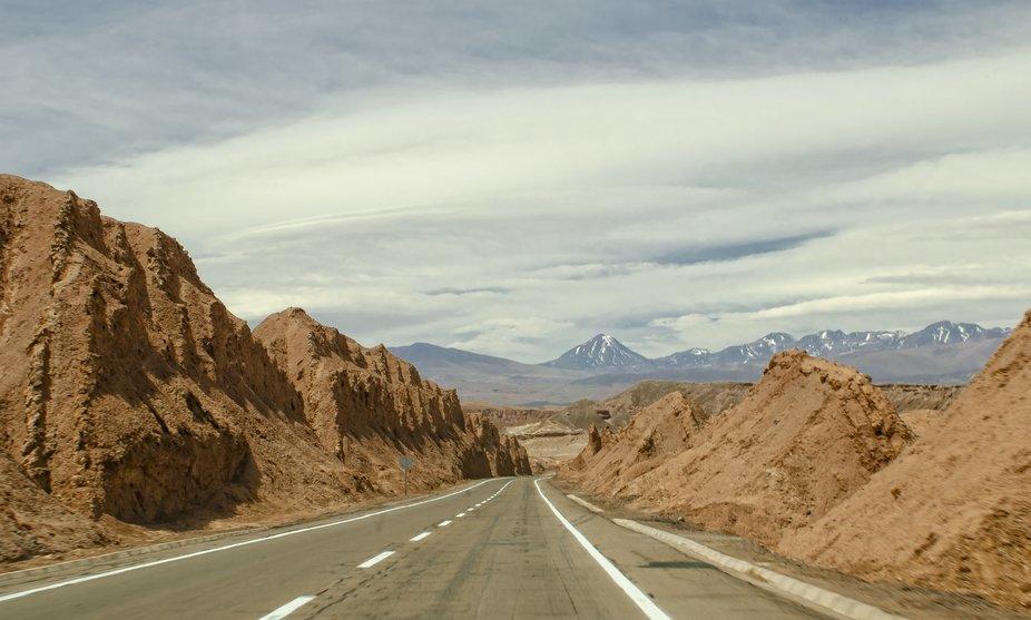 Camino por el Valle de la Luna a San Pedro de Atacama.