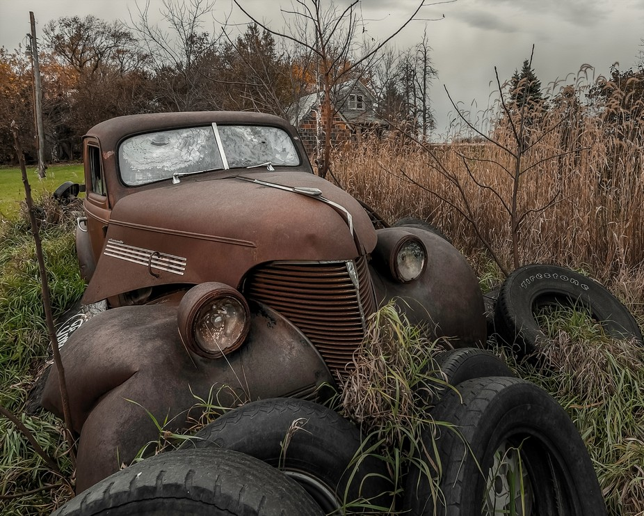 Old cars, abandoned house, doesn't get better then that!