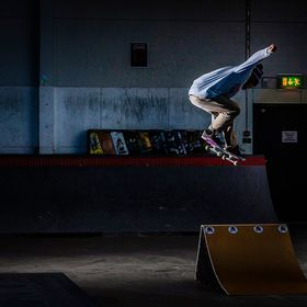 I had the opportunity to shot a skateboard competition at the local skate club. I used two Elinchrome elb400 flashes. One with the maxi spot refl...