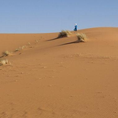 Tuareg (Hombre azul del desierto) en Merzouga (Sahara de Marruecos)