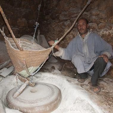 Antiguo molino harinero movido por la fuerza del agua en Ouzoud (Marruecos)