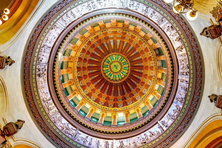 A shot of the dome from inside the Illinois state capitol building.