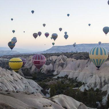 Globos al amanecer en Capadocia (Turquia)