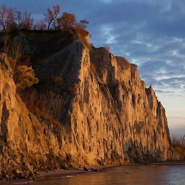Dawn Breaks at the Scarborough Bluffs