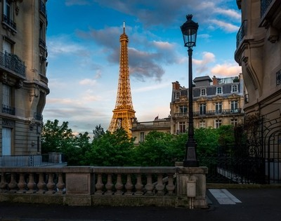 Eiffel Frame in the Frame