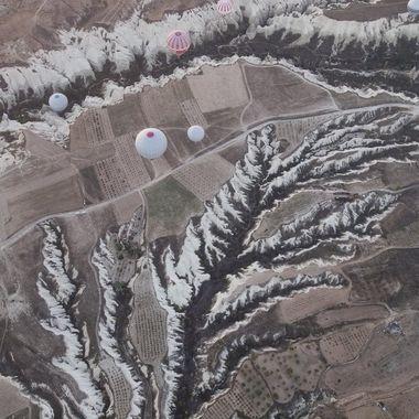 Paisaje karstico de la Capadocia (Turquia),desde uno de los globos(En esta epoca no estaban popularizados los drones)