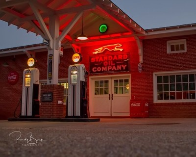 Vinrage Standard Oil Station, Abbyville, Alabama