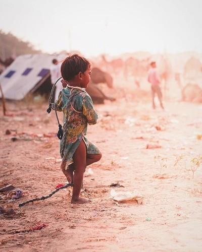 Oh Dear boy I wanna follow you ???? . . . #awakethesoul #maestro_i #campingcollective #yourshot_india #_indiasd #indiaphotoproject #india_gram #pushkar #pushkarfair #indianclicks #india_everyday #lonelyplanetindia #india_undiscovered #igersoftheday #dslr_