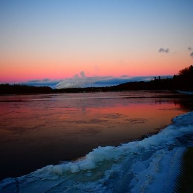Nice evening a the ice is starting to form on the Rainy River. Taken from Ron Hall Memorial Landing at dusk Nikon D3400 vivid