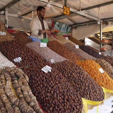 Puesto de venta de frutos secos en la Plaza de la Jema el Fna en Marrakech (Marruecos-Norte de Africa)