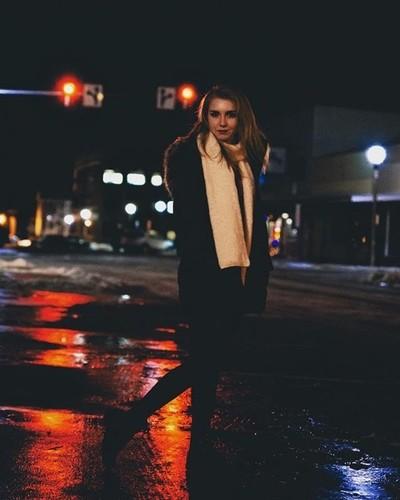 It was a cold night ???? . . . . . #moodygrams #nikon #streetlights #photography #nightphotography #nightportrait #portraitphotography #streetwear #redcolor #moodyports #instagram