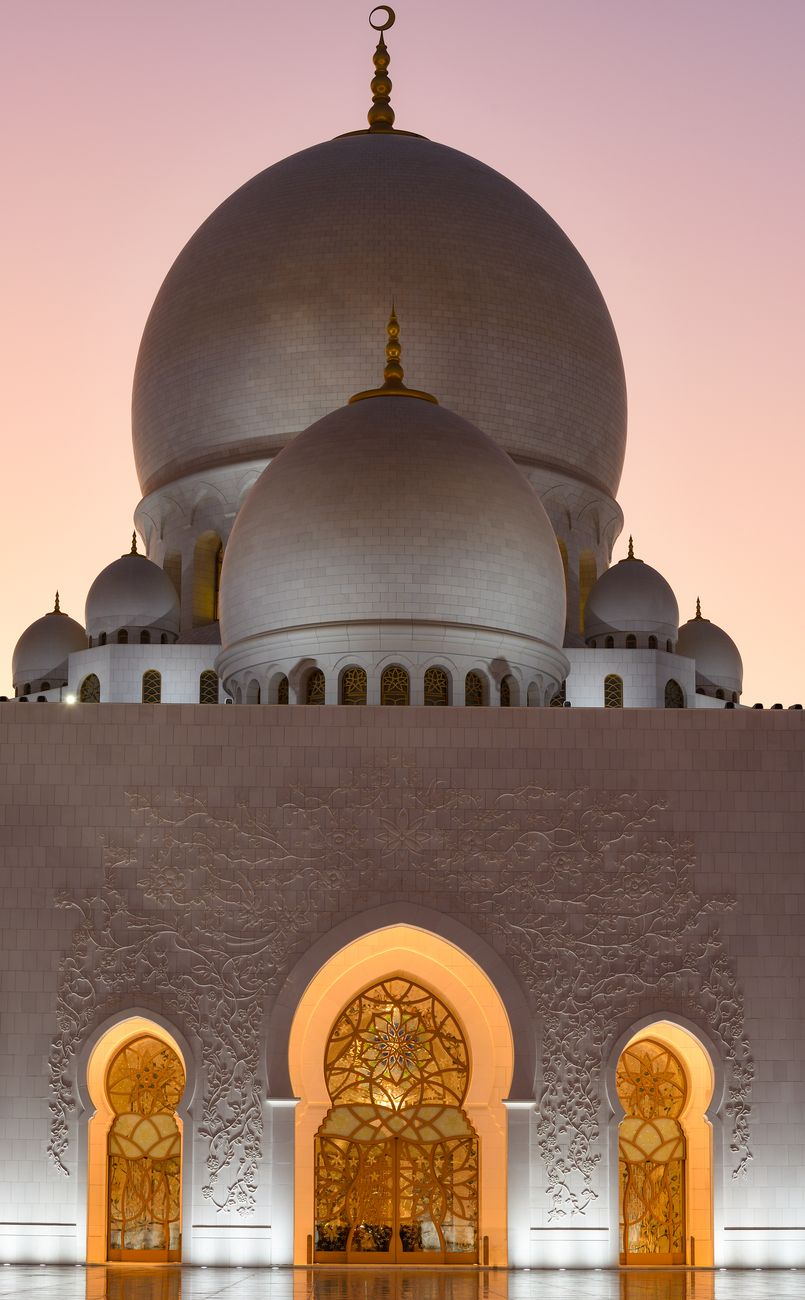 The Sheikh Zayed Grand Mosque in Abu Dhabi is a masterpiece of architecture and a must to shoot for all photographers