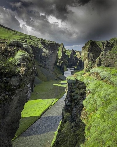 Fjaðrárgljúfur Canyon, Iceland ???????? . Can you pronounce the Fjaðrárgljúfur gorge (aka the gorge nobody can pronounce ????) in the south eastern region of Iceland properly? Tell me in the comments . It's one of the most scenic places in Iceland and loo