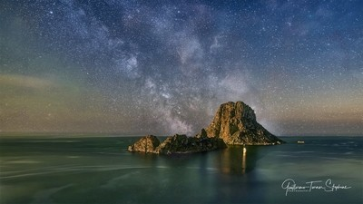 Es Vedrà and the milky way.