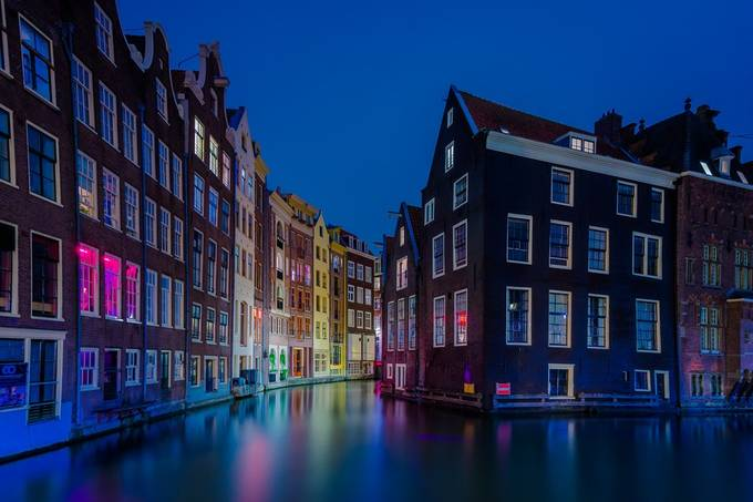 95 Incredible Night Shots Showing Amazing Architecture