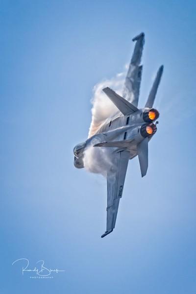 FA-18 Tight Turn