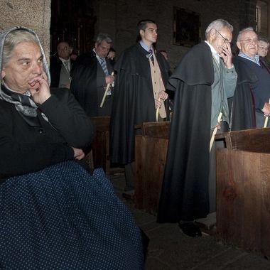 Todavia en La Alberca (Sierra de Francia-Spain) algunas mujeres visten con sayas y los hombres en las fiestas religiosas visten la capa castellana