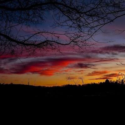 Sensational sunset last night. Finally some evening light.  #trailsend #sunset #lastlight #colorfulsky #wander #outthebackdoor #backyardnature #canon_photos #canonglobal ##sunset_vision #best_skyview #got_greatshots #ig_eternity #lensloves_nature #zonepho