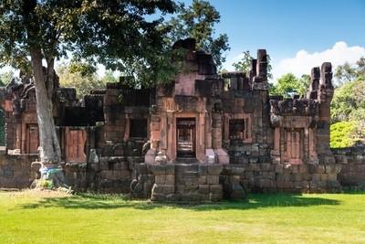 Prasat Pueai Noi Khmer Temple
