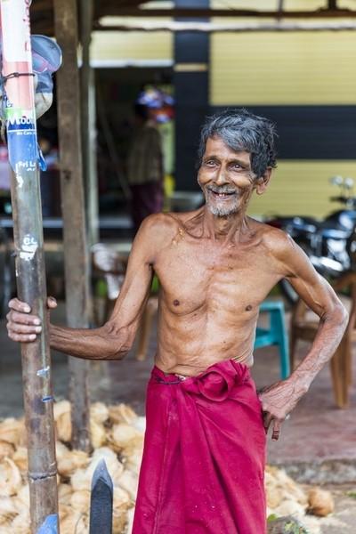 Veteran Coconut Husker