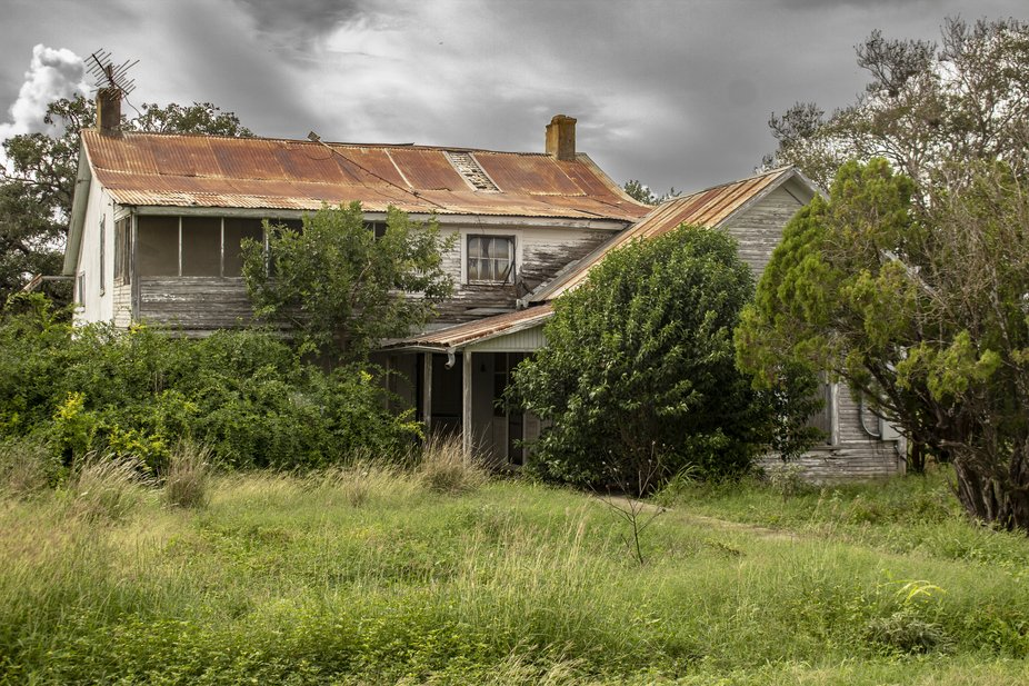 Abandoned house I found on the backroads of Texas.