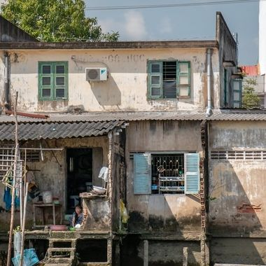 One of the riverside houses, seen from a cruise boat at the Mekong river