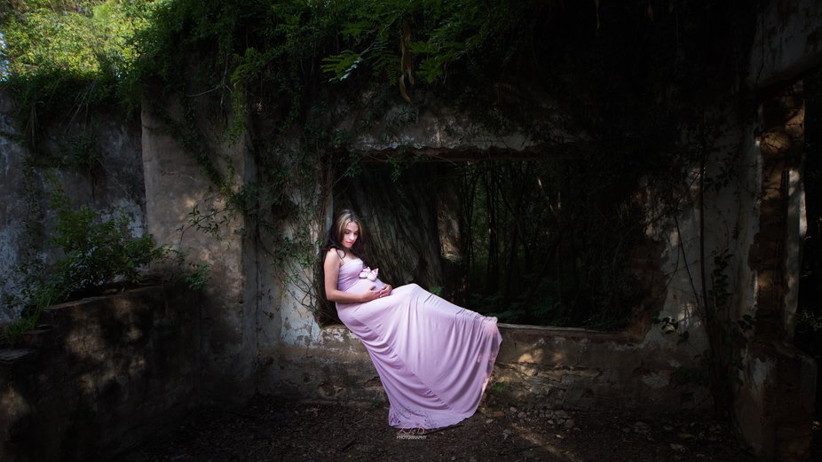 A maternity shoot with a bit of a darker mood, but which suited the mommy's personality ...