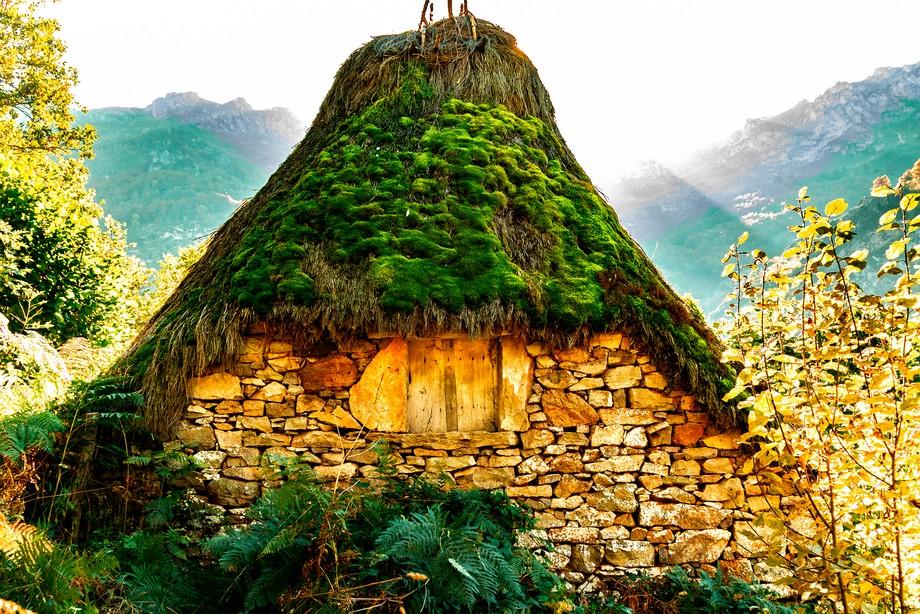 antiguas cabañas de la montañas asturianas