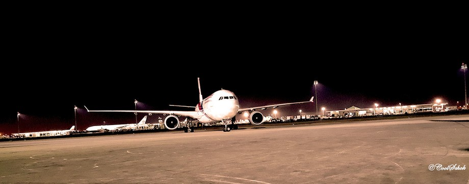 Malaysia Airlines arriving at Jeddah Airport