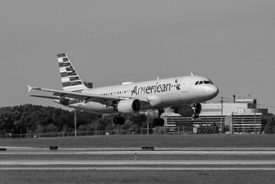 American Airlines Airbus A320-214(N112US)