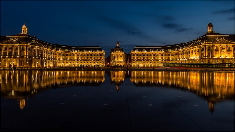 Mirror reflection in Bordeaux