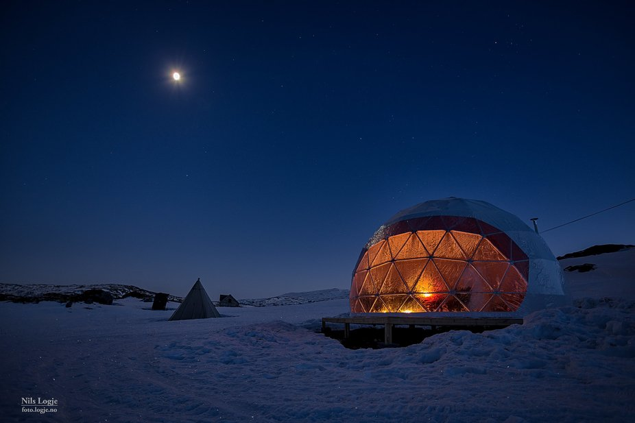 One of our Domes, imagen sleeping here under the Northern Lights.