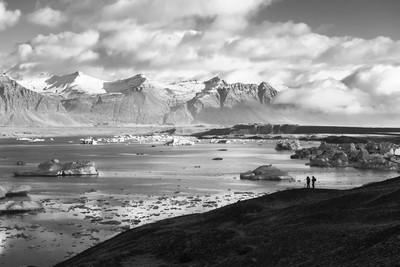 Looking across Jökulsárlón lagoon at Fellsfjall