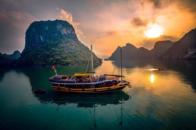 Halong Bay Sailing by bilcichp - Creative Landscapes Photo Contest vol3