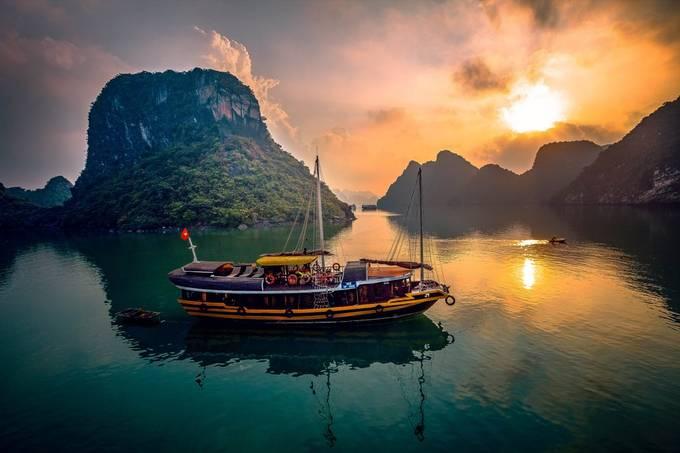 Halong Bay Sailing by bilcichp - Creative Landscapes Photo Contest vol3