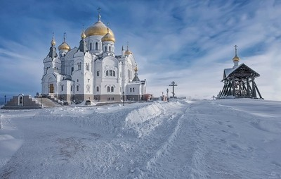 The road to the temple / Perm region