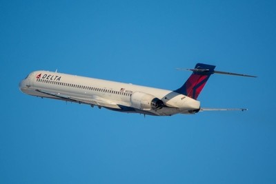 Delta Air Lines McDonnell Douglas MD-90-30(N937DN).