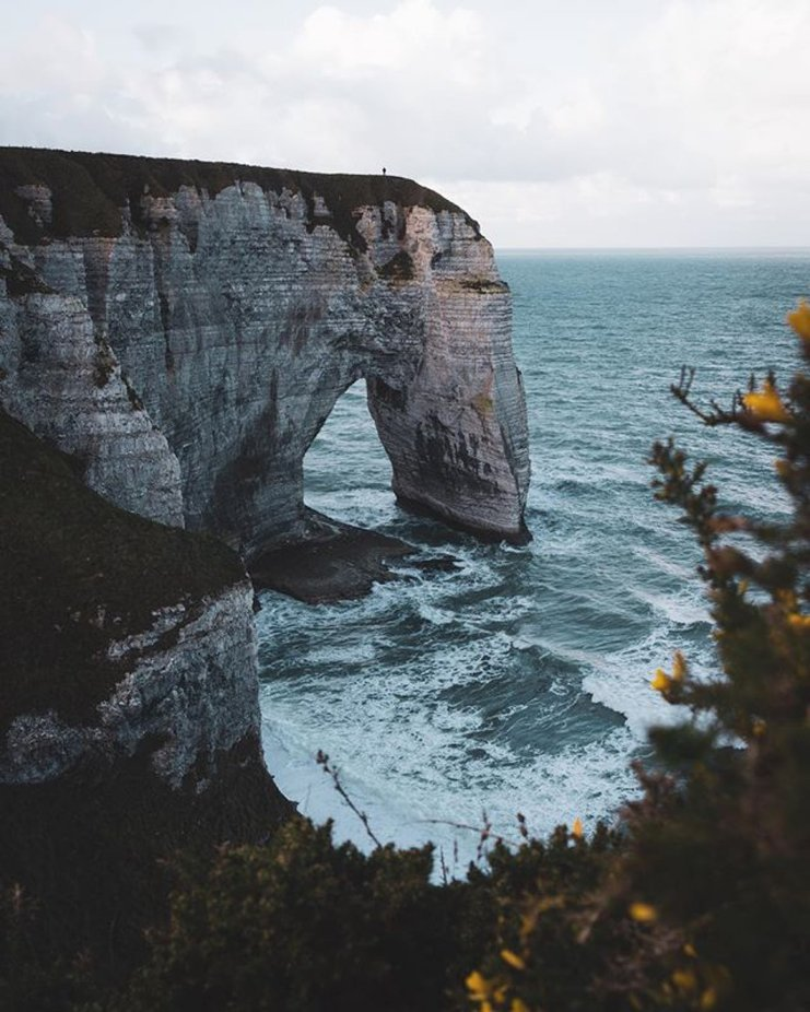 Vielleicht ist es vielleicht  viel leichter... Can you spot me ?????????‍♂️ • • • #france #etretat #normandie #wildernesstones #lostfam #roamanywhere #moodnation #thewanderco #timeoutsociety #outdoortones #earthoutdoors10k #escapeandwonder #voyaged #the_f by sebastianstolinski - This Is Europe Photo Contest