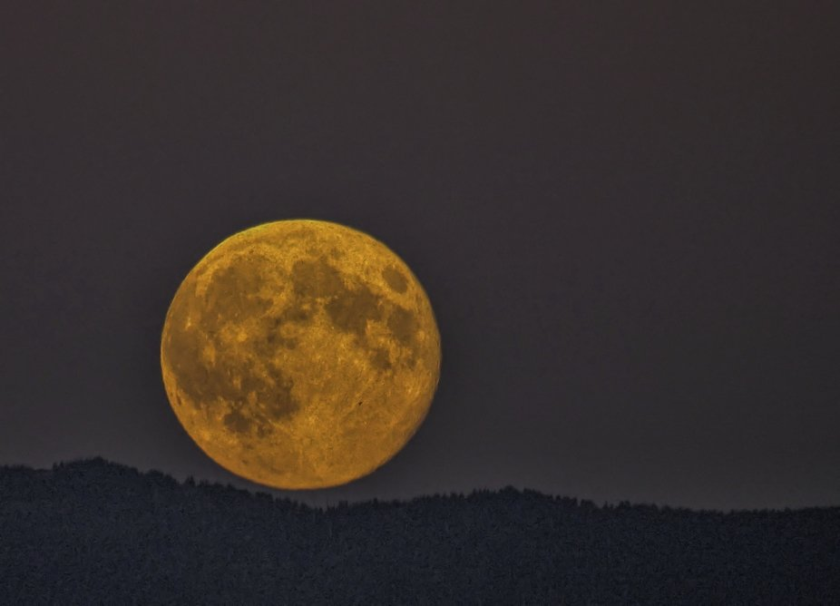 The only good thing about smokey haze from wildfires, it makes blood moons even bloodier.