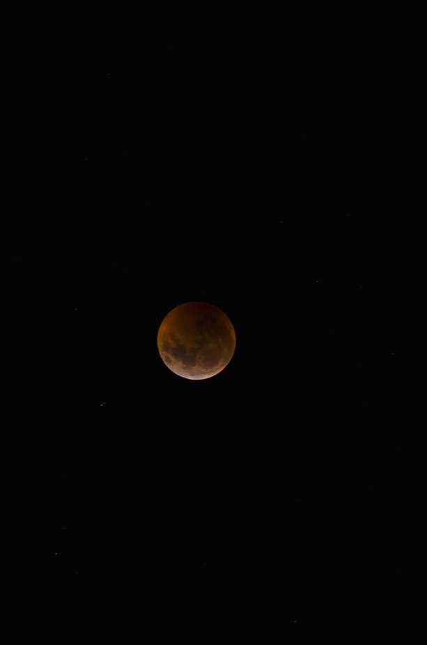 Eclipse lunar, conocido como Luna Sangrante por su tono rojo.