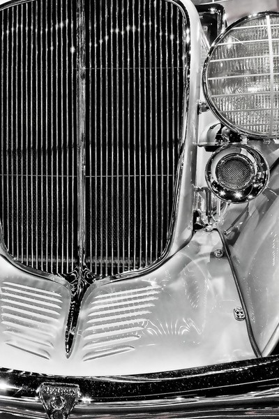 Shiny chrome grillwork on a vintage luxury speedster.