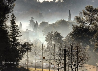 France . Languedoc Roussillon . Juvignac . Urban landscape. A morning between sunrise and mist