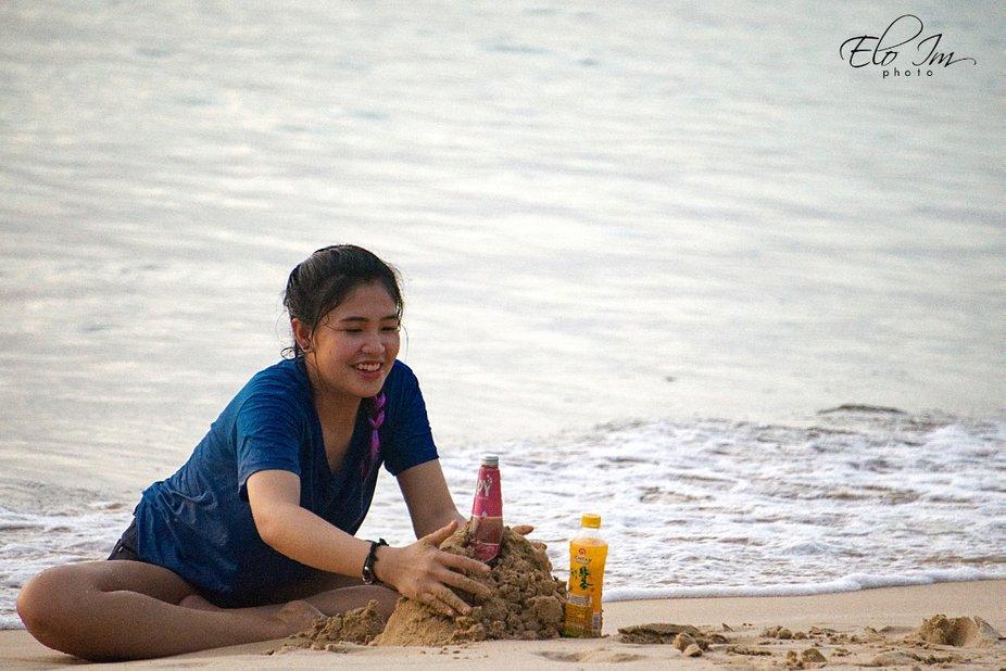 A Girl Builds a Castle