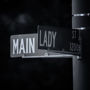 MAIN LADY