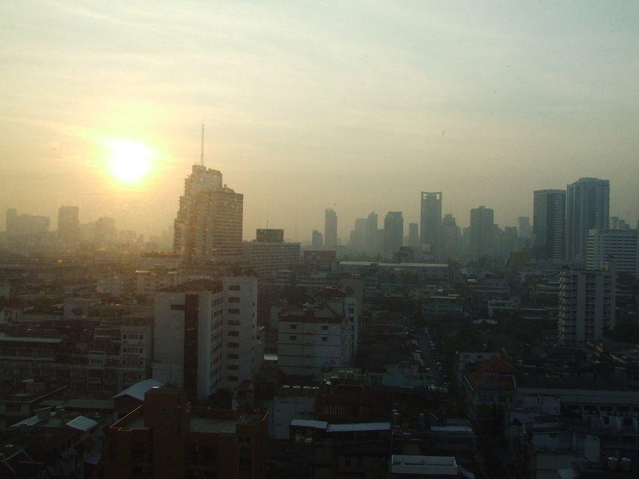 Bangkok oriental City awake