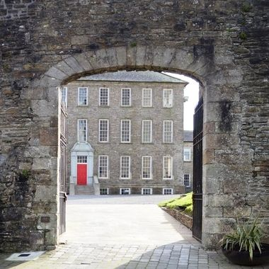 Damer house (1772) through the castle gate (1330)
