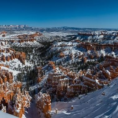 Winter view of Bryce Canyon before going up to the Bryce vista point.  The temperature was 4 degree F on Feb. 11, 2019.  With wind, it was even colder.  Not as bad as the -50 degree in the Midwest.