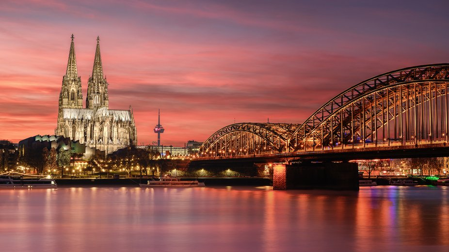 Colorful sunset with the cathedral of Cologne