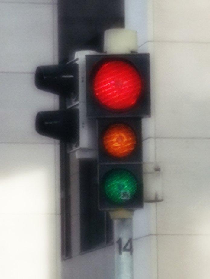 Ich wollte das umschalten der Ampel von rot auf grün erwischen und bekam alle Farben. Was für ein Glück